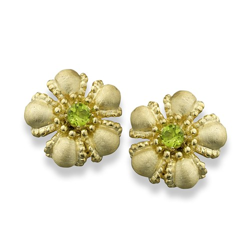 * AW676 18K YG Flower with Peridot Cntr Earrings C