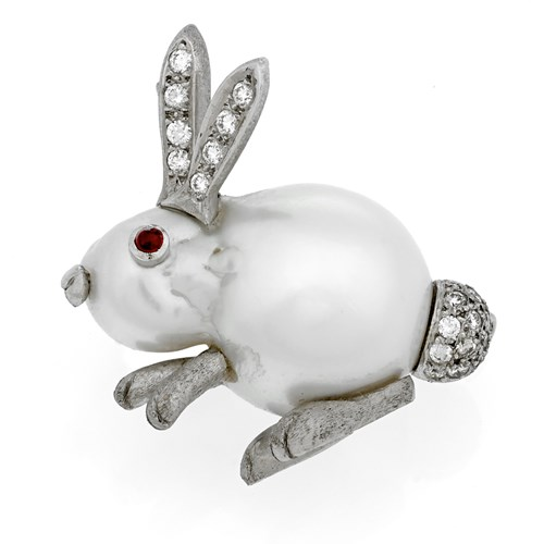 18k White Gold Baroque Pearl Sitting Rabbit Pin