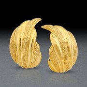 18k Gold Ribbed Swirl Earrings