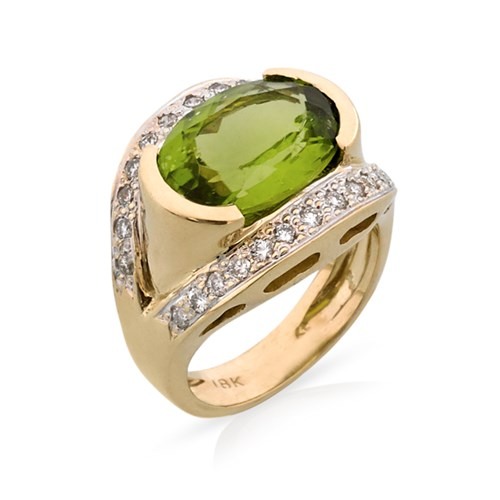 18k Yellow Gold Peridot & Diamond Ring