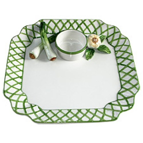 Green Trellis with Scallions and Garlic Chip & Dip