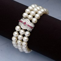18K Gold Cultured Pearl Bracelet with Ruby & Diamond Clasp